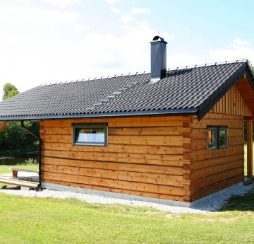 Log sauna with tiled roof
