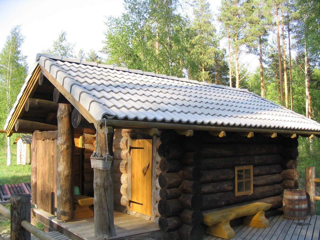 Smoke sauna with tiled roof