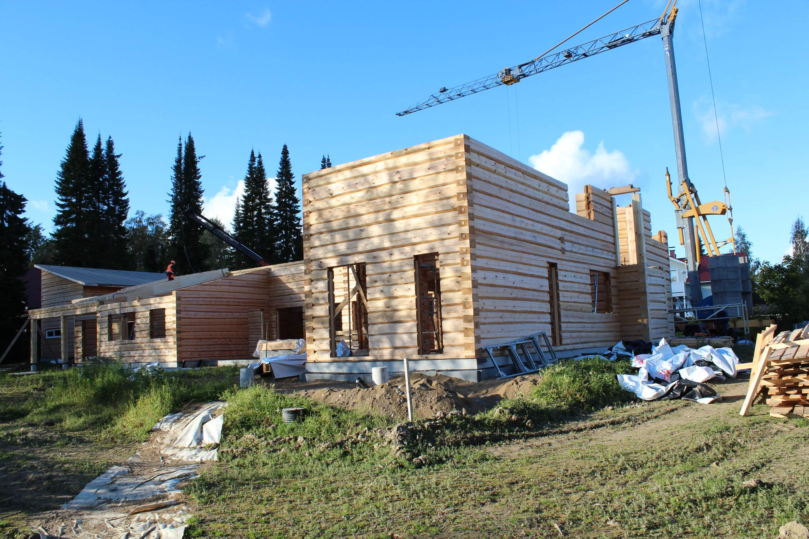 installation of the log home at the construction site